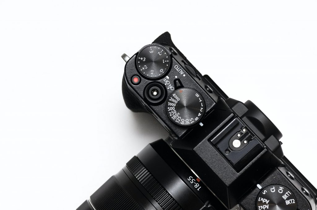 how to handle a DSLR camera